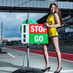 Фотографии девушек на стартовых решетках. Автогонки-48