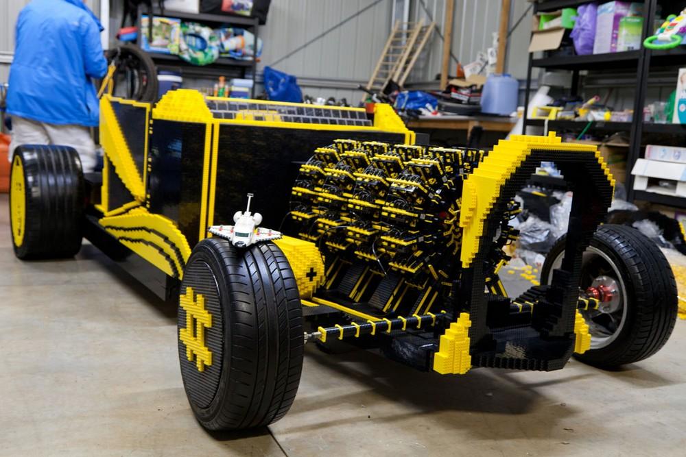 Машина из Лего