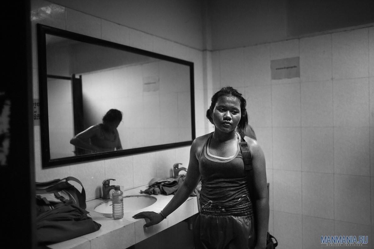 Женщина-кикбоксер в Камбодже. Фото №2