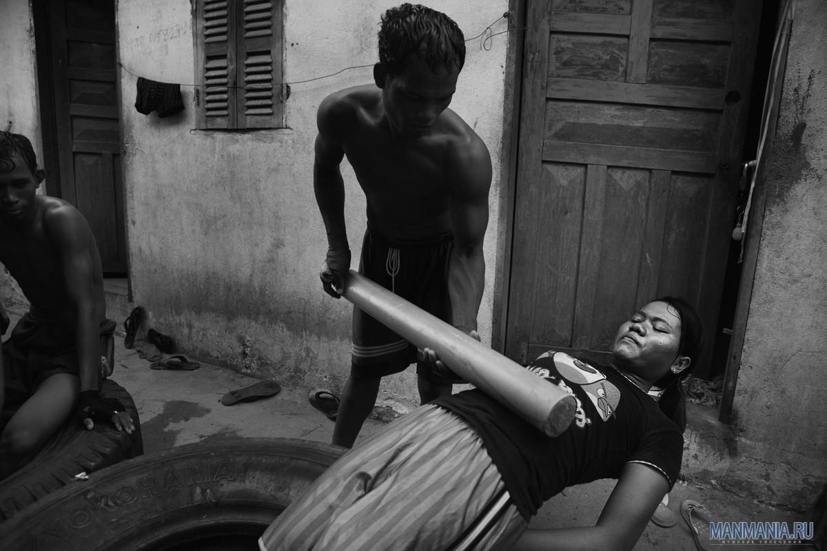 Женщина-кикбоксер в Камбодже. Фото №4